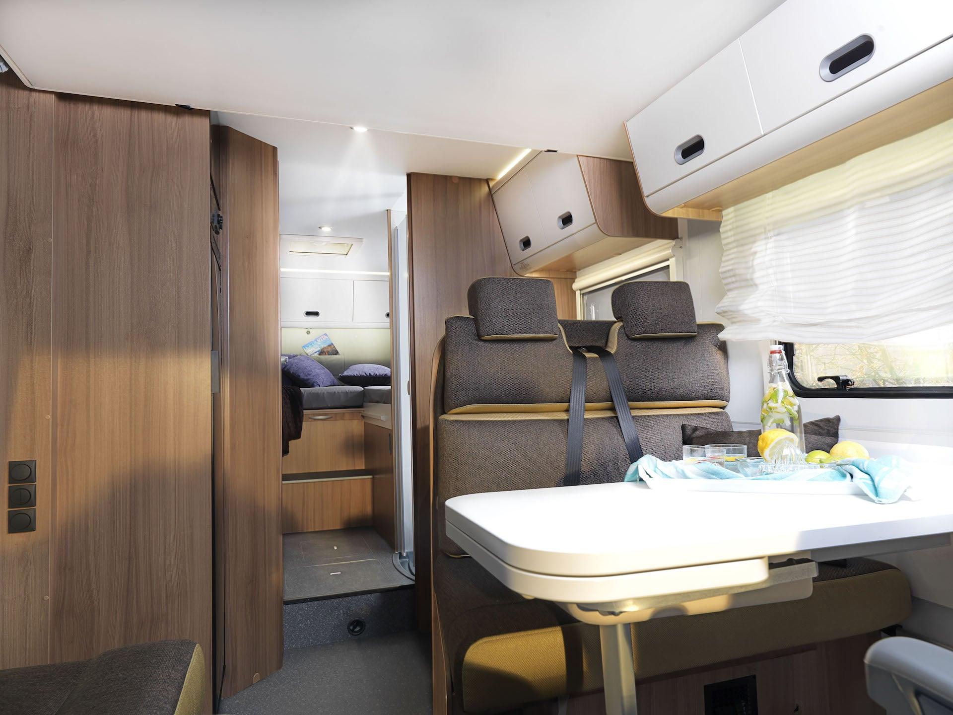 Sitz- und Wohnbereich eines Reisemobils