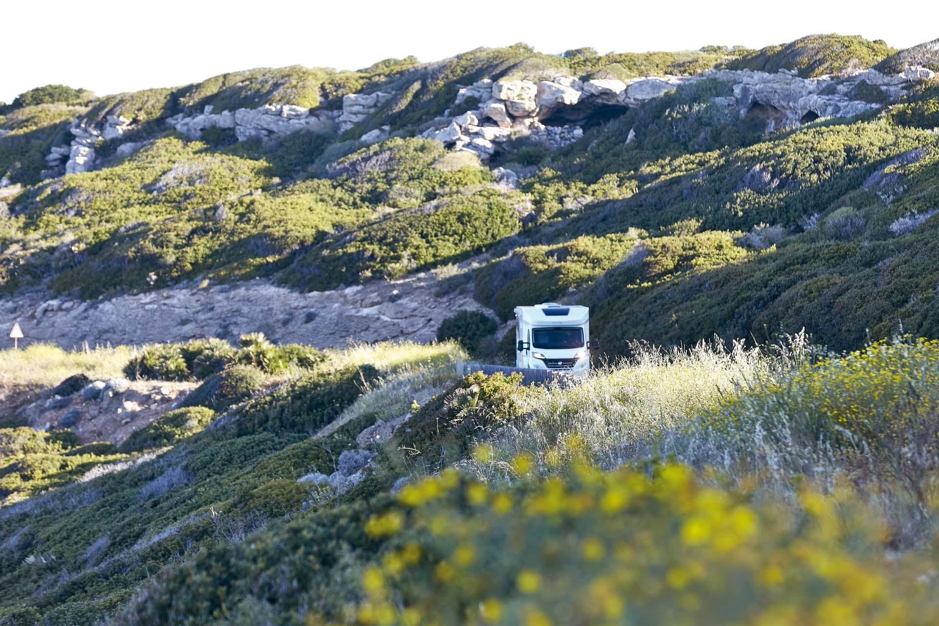 Wohnmobil auf Bergstrasse